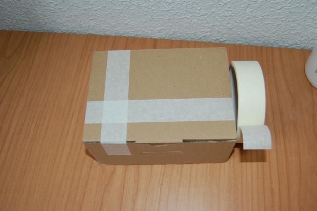 caja y cinta de pintor