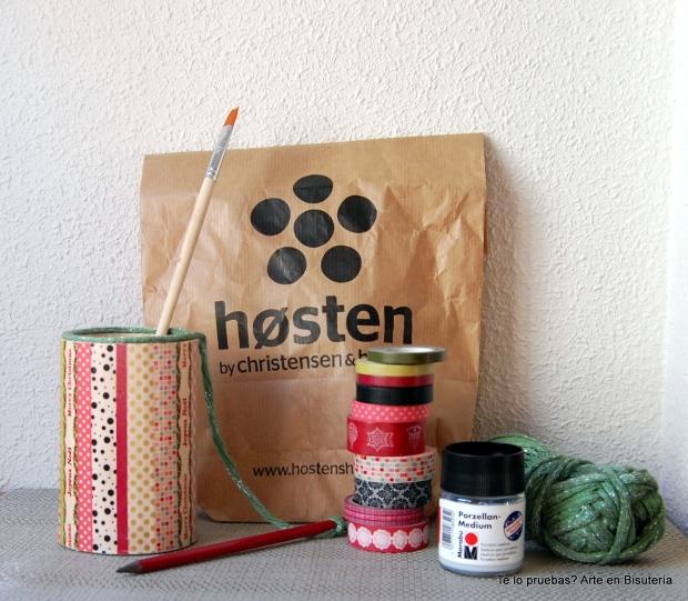 Cogí todos los washi tapes que pude de mi colección, un poquito del ovillo, pincel y cola-barniz para fijar y dar brillo
