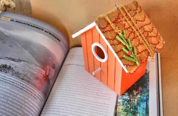 colgante arbol y casita de madera