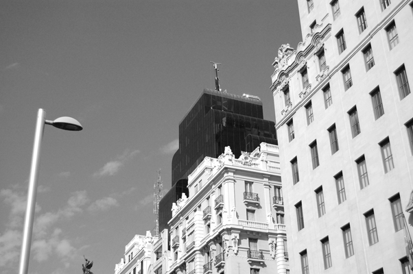 mi-madrid-blanco-y-negro